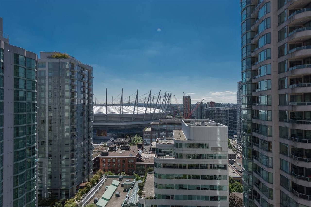 Main Photo: 2002 867 HAMILTON STREET in : Downtown VW Condo for sale : MLS® # R2070390