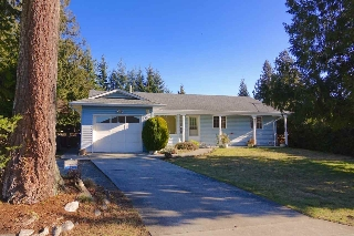 Main Photo: 5672 NICKERSON Road in Sechelt: Sechelt District House for sale (Sunshine Coast)  : MLS®# R2136902