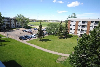 Main Photo:  in Edmonton: Zone 16 Condo for sale : MLS(r) # E4069189