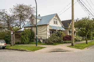 "Main Photo: 1304 LAKEWOOD Drive in Vancouver: Grandview VE House for sale in ""Commercial Dr."" (Vancouver East)  : MLS(r) # R2181838"