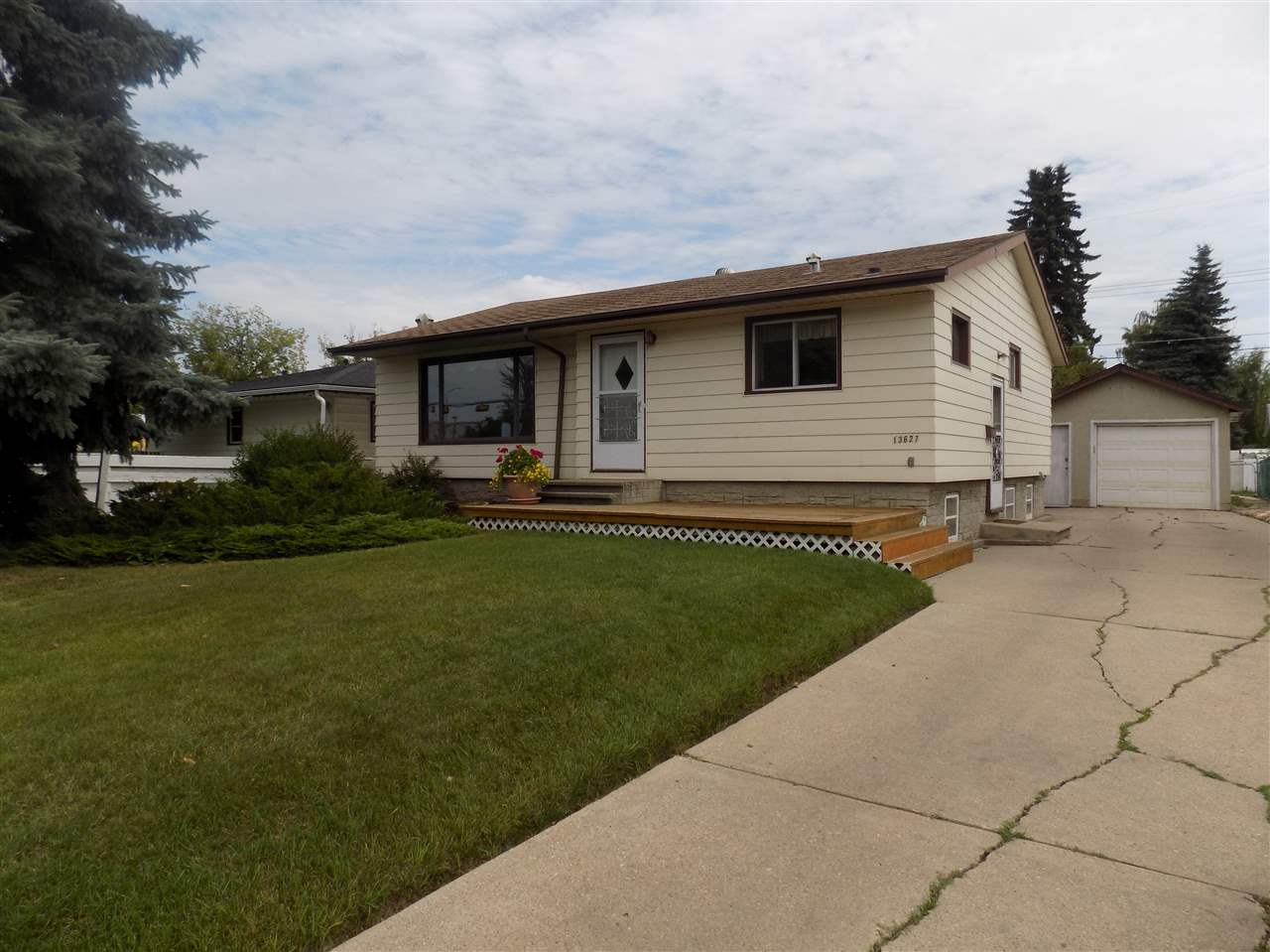 Main Photo: 13627 140 Street in Edmonton: Zone 01 House for sale : MLS® # E4077902
