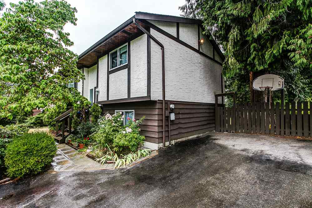Photo 2: 21097 GLENWOOD Avenue in Maple Ridge: Northwest Maple Ridge House for sale : MLS® # R2205159