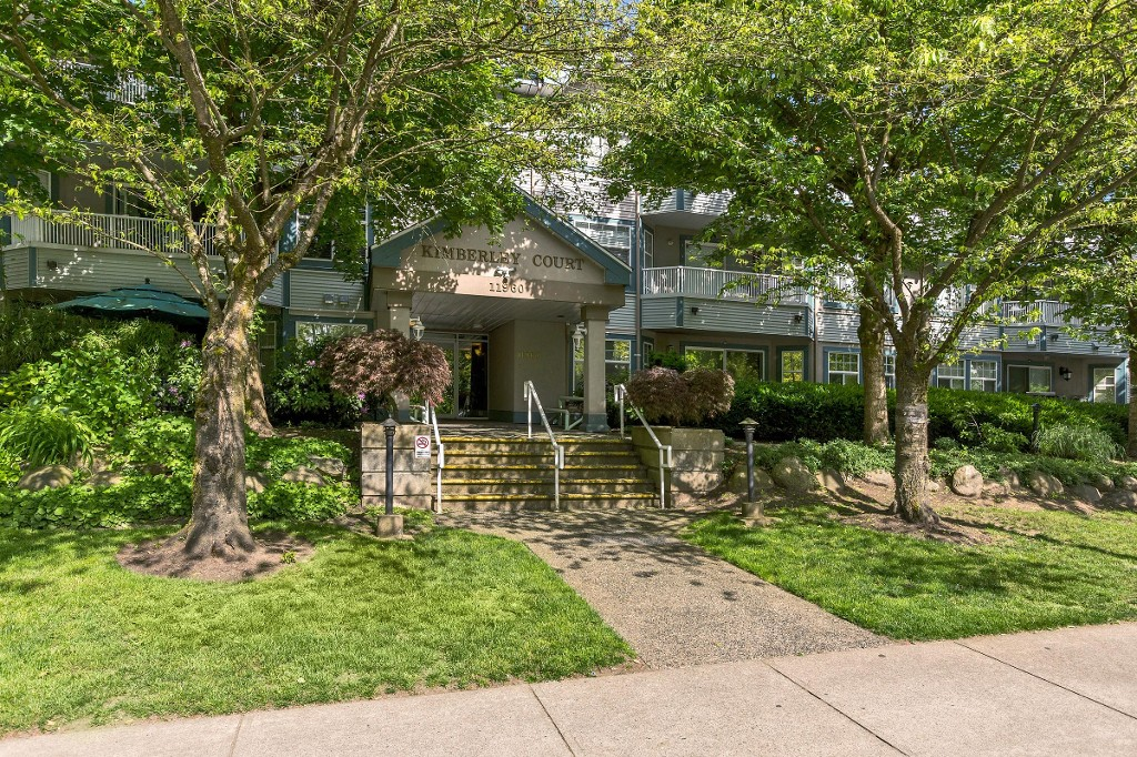 "Main Photo: 206 11960 HARRIS Road in Pitt Meadows: Central Meadows Condo for sale in ""KIMBERLEY COURT"" : MLS®# R2213076"