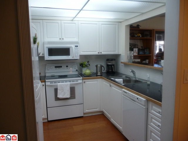 "Photo 2: 210 1280 FIR Street: White Rock Condo for sale in ""Ocean Villa"" (South Surrey White Rock)  : MLS® # F1122357"
