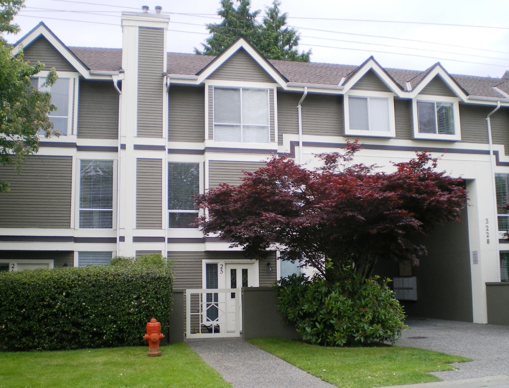 "Photo 1: # 25 -  3228 Raleigh Street in Port Coquitlam: Central Pt Coquitlam Condo for sale in ""MAPLE CREEK"" : MLS(r) # V946545"