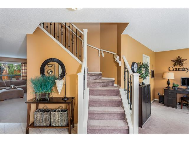 Photo 5: 40 CHAPALINA Manor SE in Calgary: Chaparral House for sale : MLS® # C4027797