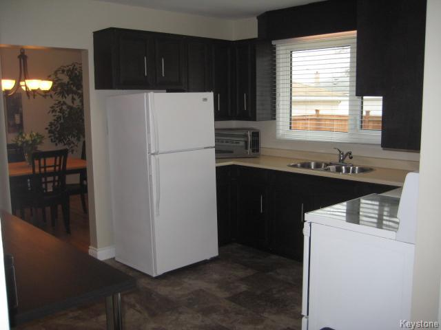 Photo 6: 132 Donegal Bay in Winnipeg: East Kildonan Residential for sale (North East Winnipeg)  : MLS(r) # 1609188