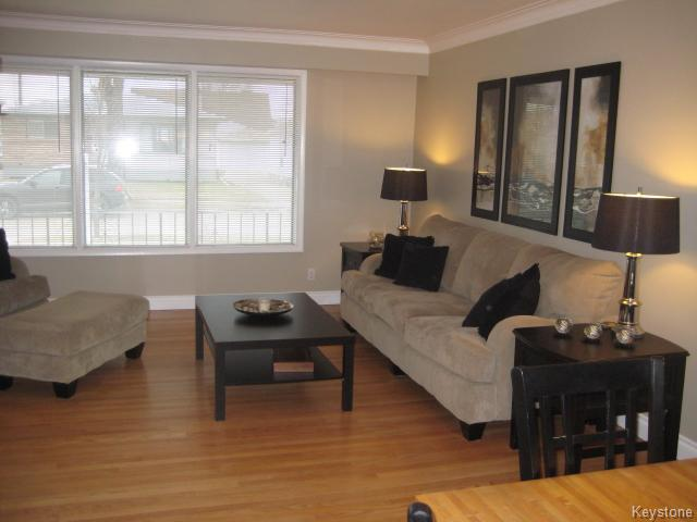 Photo 4: 132 Donegal Bay in Winnipeg: East Kildonan Residential for sale (North East Winnipeg)  : MLS(r) # 1609188