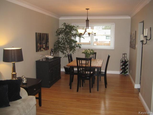 Photo 5: 132 Donegal Bay in Winnipeg: East Kildonan Residential for sale (North East Winnipeg)  : MLS(r) # 1609188