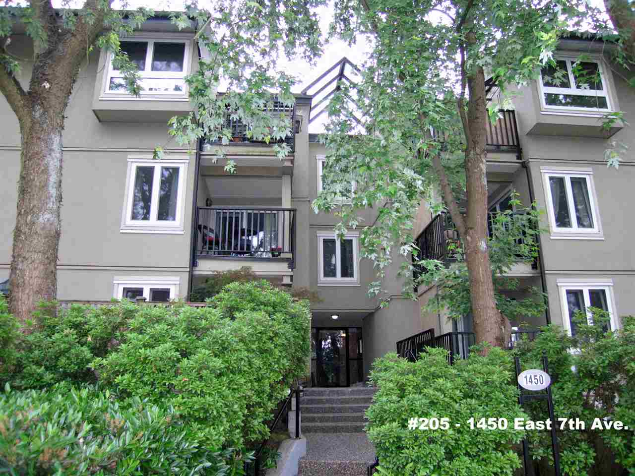 "Main Photo: 205 1450 E 7TH Avenue in Vancouver: Grandview VE Condo for sale in ""RIDGEWAY PLACE"" (Vancouver East)  : MLS®# R2073387"