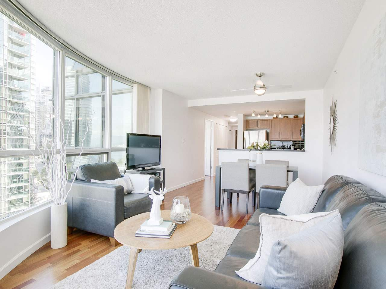 "Photo 7: 902 588 BROUGHTON Street in Vancouver: Coal Harbour Condo for sale in ""HARBOURSIDE PARK"" (Vancouver West)  : MLS® # R2106810"