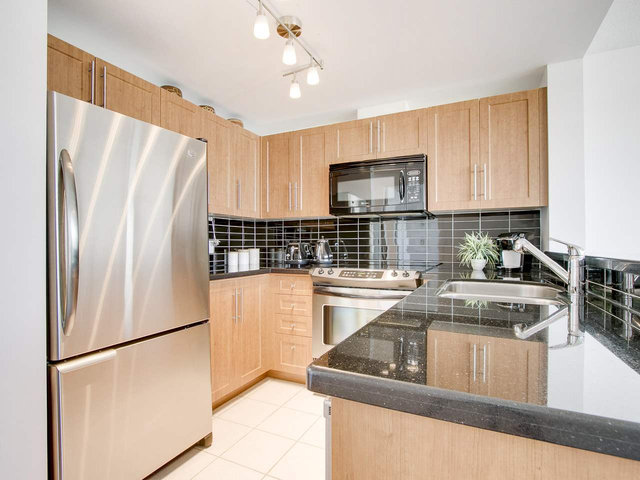 "Photo 12: 902 588 BROUGHTON Street in Vancouver: Coal Harbour Condo for sale in ""HARBOURSIDE PARK"" (Vancouver West)  : MLS® # R2106810"