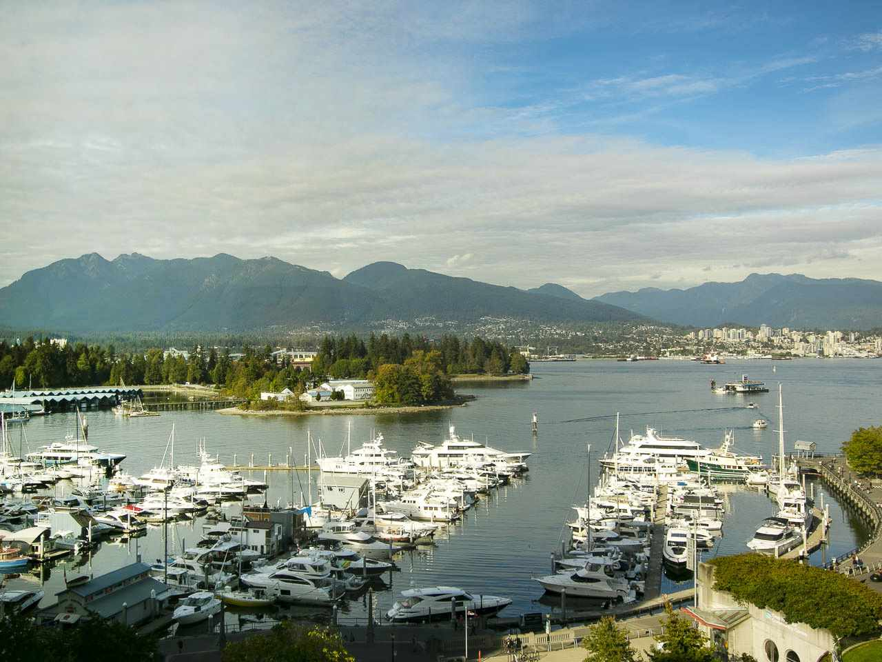 "Main Photo: 902 588 BROUGHTON Street in Vancouver: Coal Harbour Condo for sale in ""HARBOURSIDE PARK"" (Vancouver West)  : MLS® # R2106810"