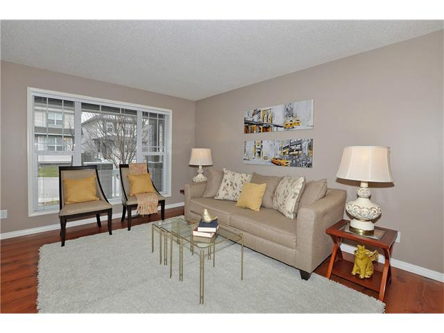 Photo 3: 32 TUSCANY RIDGE Way NW in Calgary: Tuscany House for sale : MLS(r) # C4086936