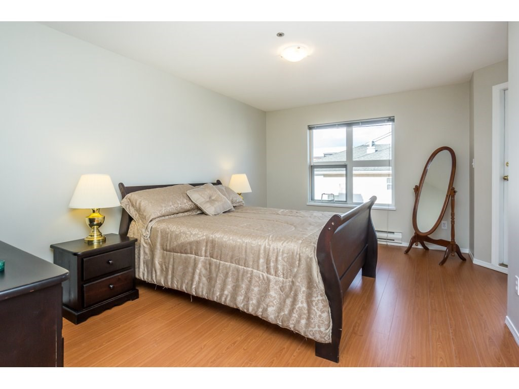 "Photo 14: 404 2335 WHYTE Avenue in Port Coquitlam: Central Pt Coquitlam Condo for sale in ""CHANELLOR'S COURT"" : MLS® # R2141689"