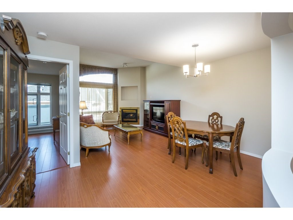 "Photo 9: 404 2335 WHYTE Avenue in Port Coquitlam: Central Pt Coquitlam Condo for sale in ""CHANELLOR'S COURT"" : MLS® # R2141689"