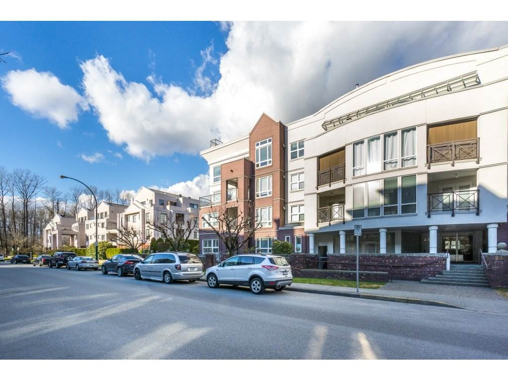 "Photo 2: 404 2335 WHYTE Avenue in Port Coquitlam: Central Pt Coquitlam Condo for sale in ""CHANELLOR'S COURT"" : MLS® # R2141689"