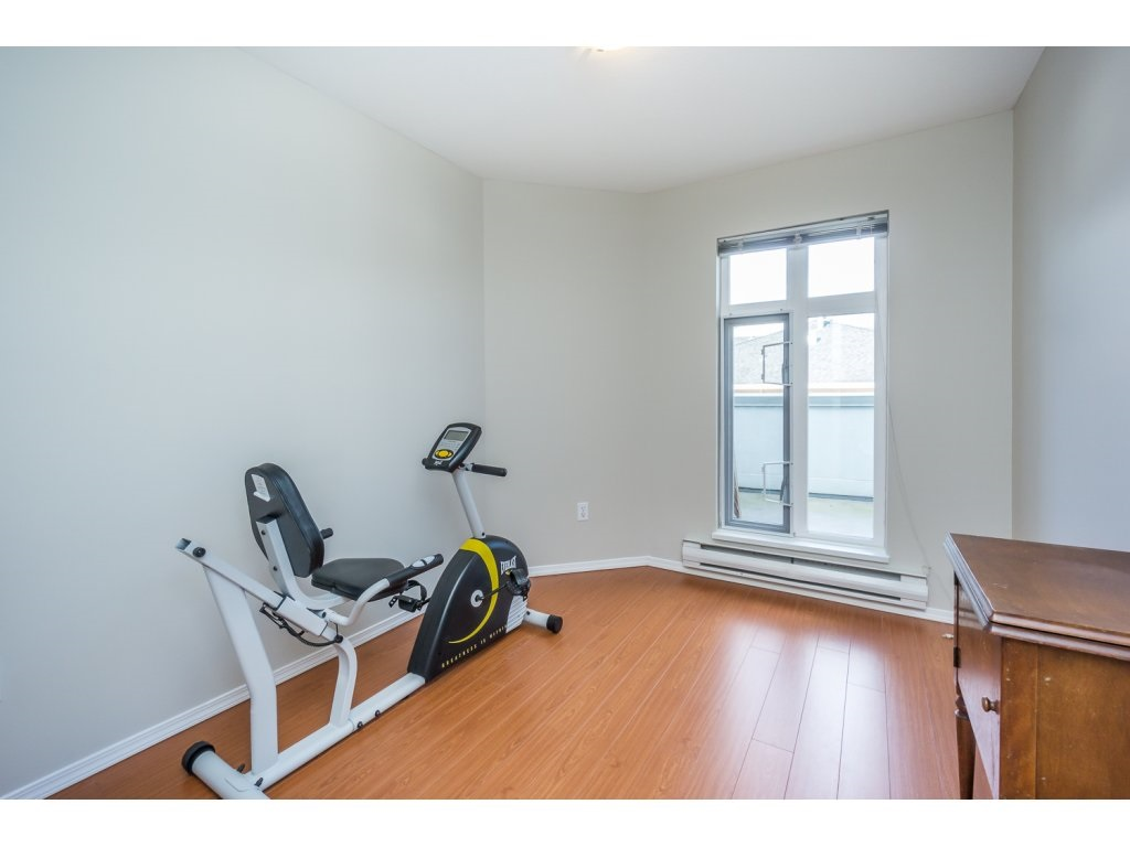 "Photo 13: 404 2335 WHYTE Avenue in Port Coquitlam: Central Pt Coquitlam Condo for sale in ""CHANELLOR'S COURT"" : MLS® # R2141689"