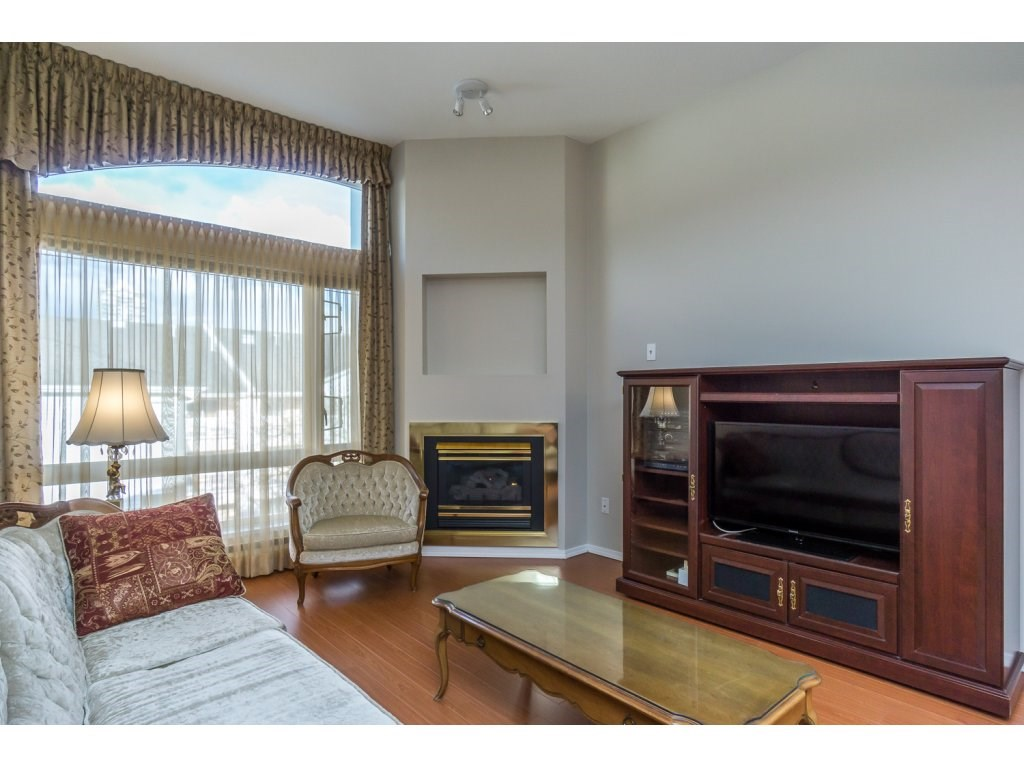 "Photo 10: 404 2335 WHYTE Avenue in Port Coquitlam: Central Pt Coquitlam Condo for sale in ""CHANELLOR'S COURT"" : MLS® # R2141689"