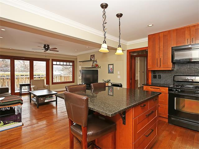 Photo 7: 4520 21 Avenue NW in Calgary: Montgomery House for sale : MLS® # C4102515