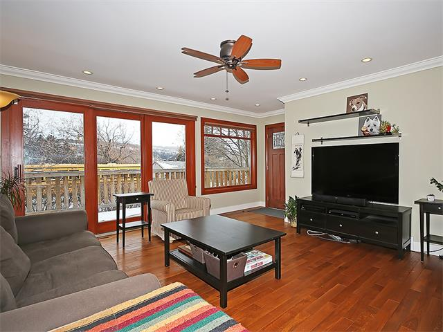 Photo 2: 4520 21 Avenue NW in Calgary: Montgomery House for sale : MLS® # C4102515