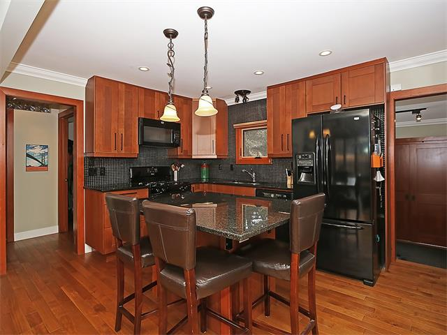 Photo 4: 4520 21 Avenue NW in Calgary: Montgomery House for sale : MLS® # C4102515
