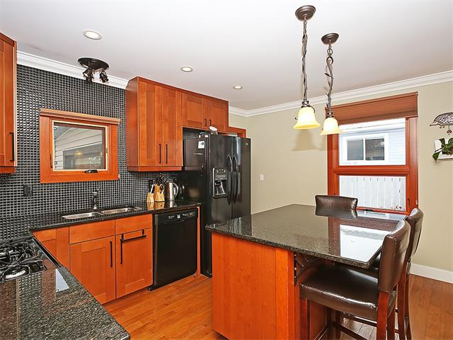 Photo 5: 4520 21 Avenue NW in Calgary: Montgomery House for sale : MLS® # C4102515