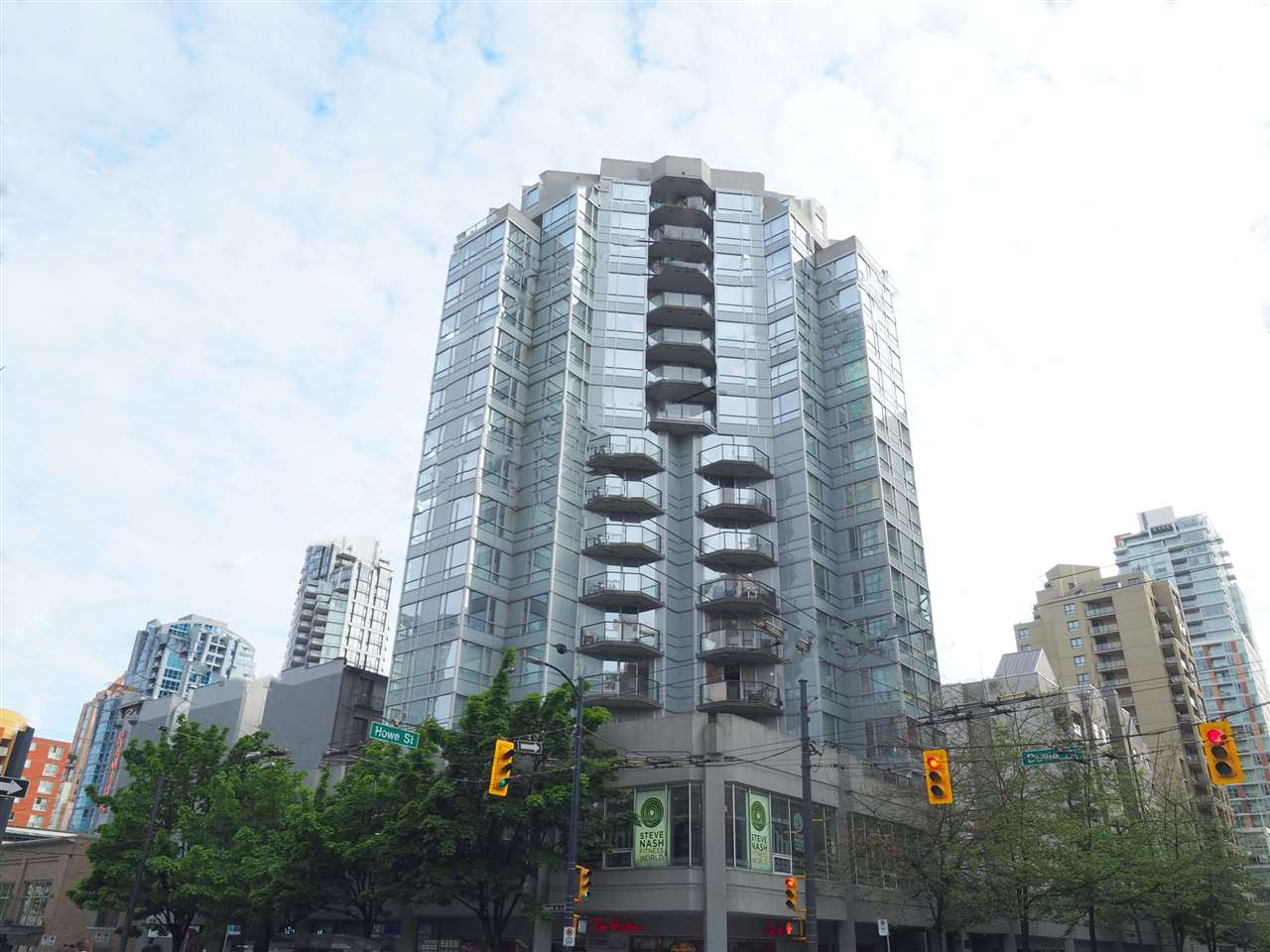 "Main Photo: 705 1212 HOWE Street in Vancouver: Downtown VW Condo for sale in ""1212 Howe"" (Vancouver West)  : MLS(r) # R2168978"