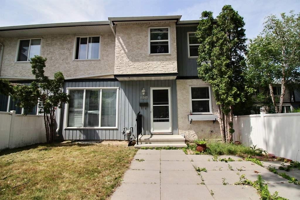 Main Photo: 197E HOMESTEAD Crescent in Edmonton: Zone 35 Townhouse for sale : MLS® # E4068504