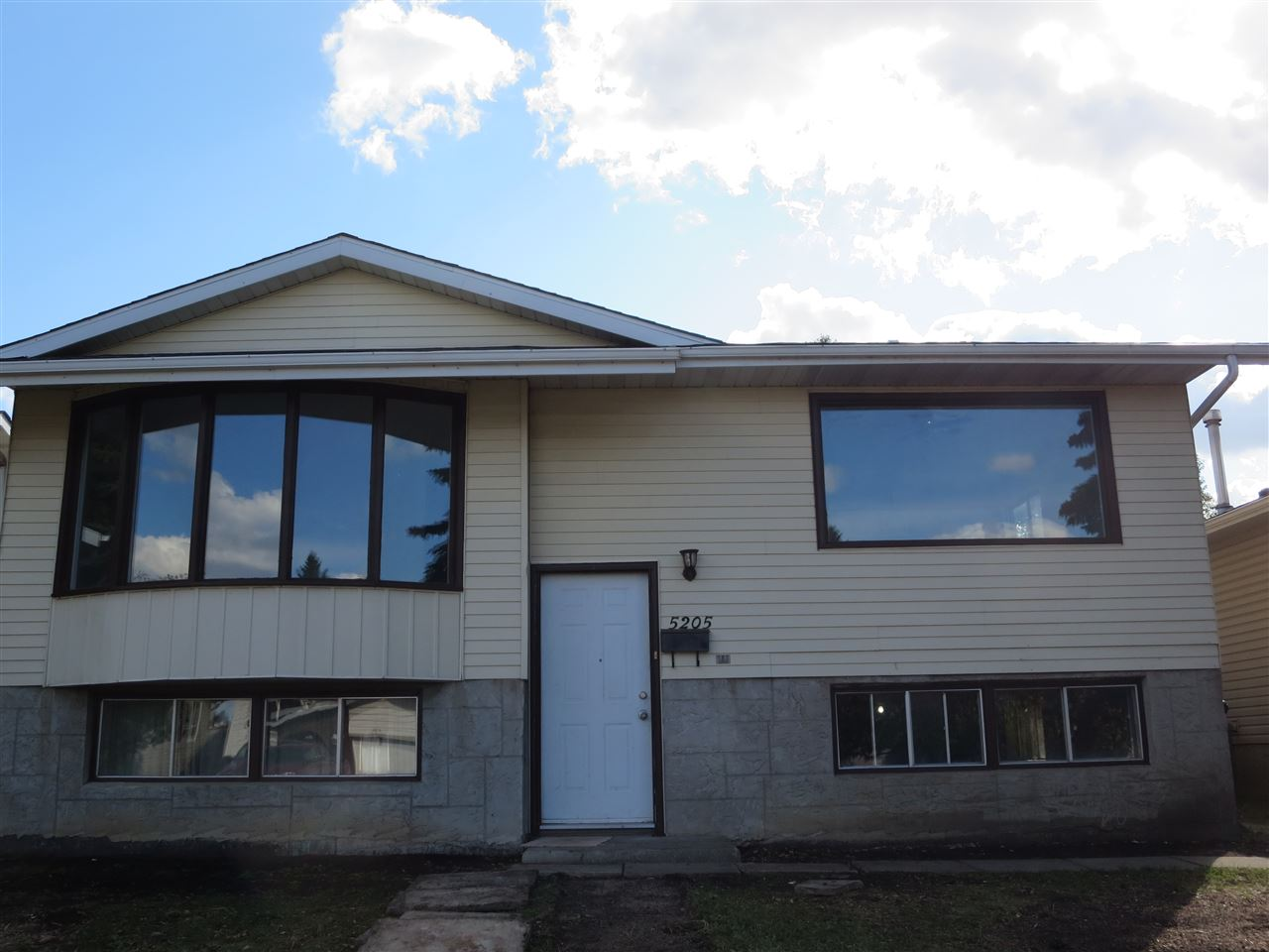 Main Photo: 5205 14A Avenue in Edmonton: Zone 29 House for sale : MLS® # E4082978
