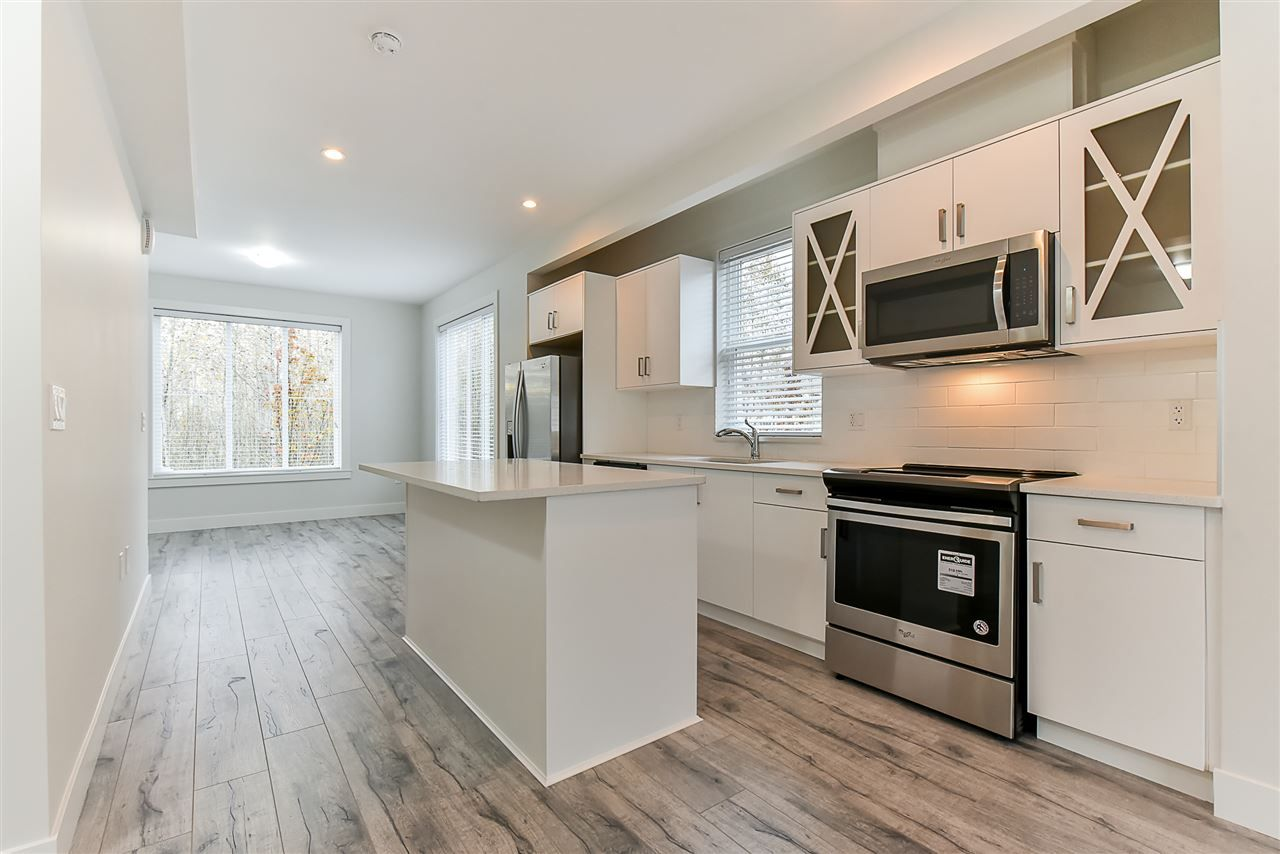 Photo 5: Photos: 14 8699 158 Street in Surrey: Fleetwood Tynehead Townhouse for sale : MLS® # R2223443