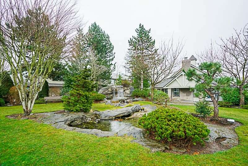 "Main Photo: 63 15860 82 Avenue in Surrey: Fleetwood Tynehead Townhouse for sale in ""OAK TREE"" : MLS® # R2236219"