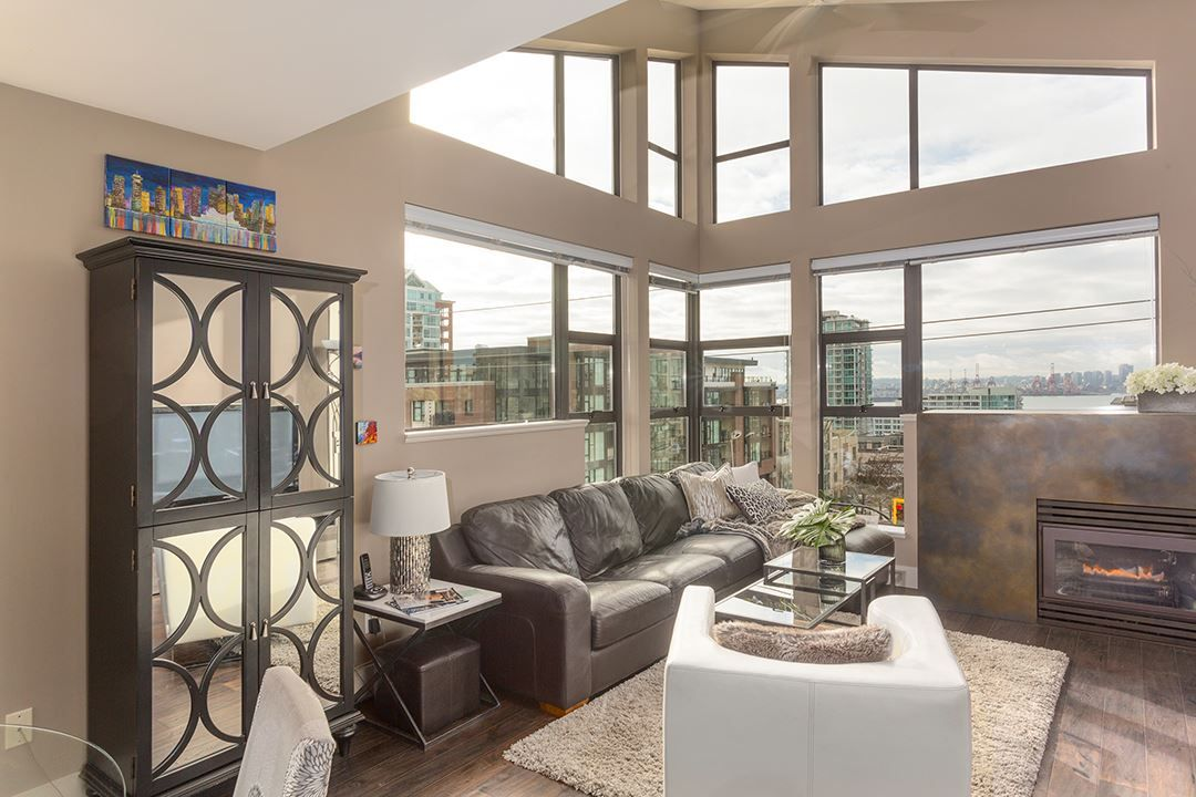 "Main Photo: 401 305 LONSDALE Avenue in North Vancouver: Lower Lonsdale Condo for sale in ""THE MET"" : MLS®# R2240586"