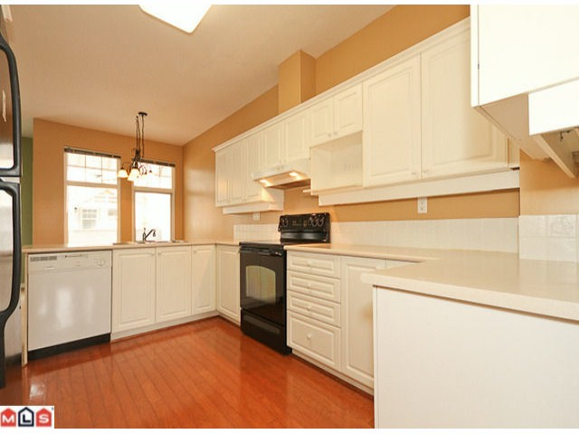 "Photo 2: 74 15037 58TH Avenue in Surrey: Sullivan Station Townhouse for sale in ""WoodBridge"" : MLS® # F1106417"