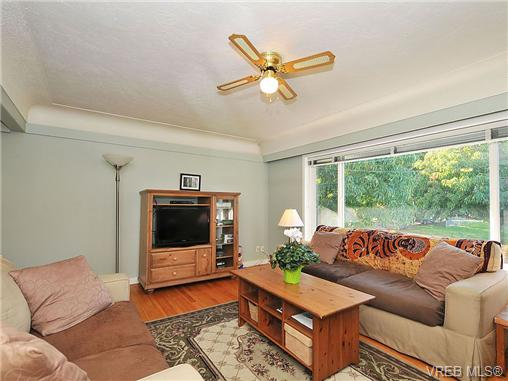 Photo 5: 2415 Oregon Avenue in VICTORIA: Vi Fernwood Single Family Detached for sale (Victoria)  : MLS(r) # 330929