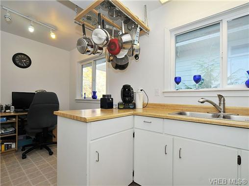 Photo 8: 2415 Oregon Avenue in VICTORIA: Vi Fernwood Single Family Detached for sale (Victoria)  : MLS(r) # 330929
