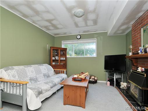 Photo 15: 2415 Oregon Avenue in VICTORIA: Vi Fernwood Single Family Detached for sale (Victoria)  : MLS(r) # 330929