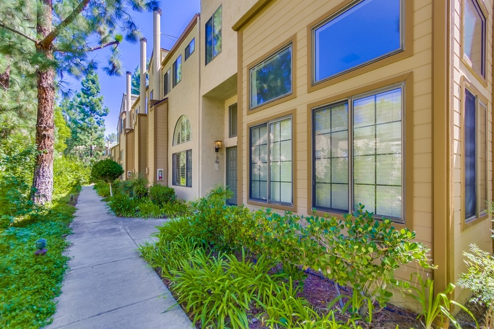 Main Photo: SAN CARLOS Townhome for sale : 3 bedrooms : 9357 Lake Murray Blvd. #D in San Diego