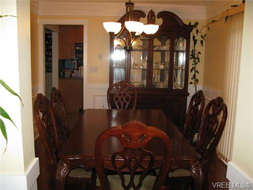 Photo 7: 1737 Kings Road in VICTORIA: Vi Jubilee Single Family Detached for sale (Victoria)  : MLS® # 356538