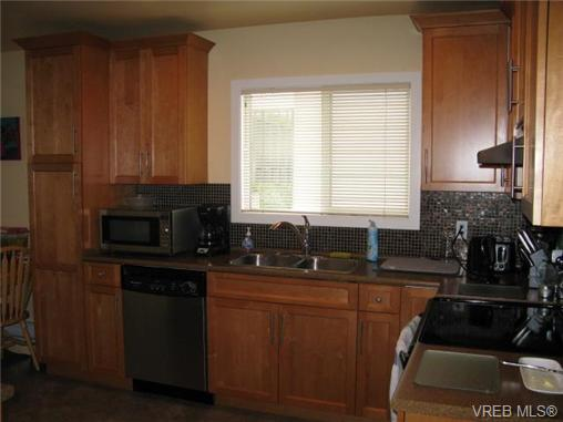 Photo 3: 1737 Kings Road in VICTORIA: Vi Jubilee Single Family Detached for sale (Victoria)  : MLS® # 356538