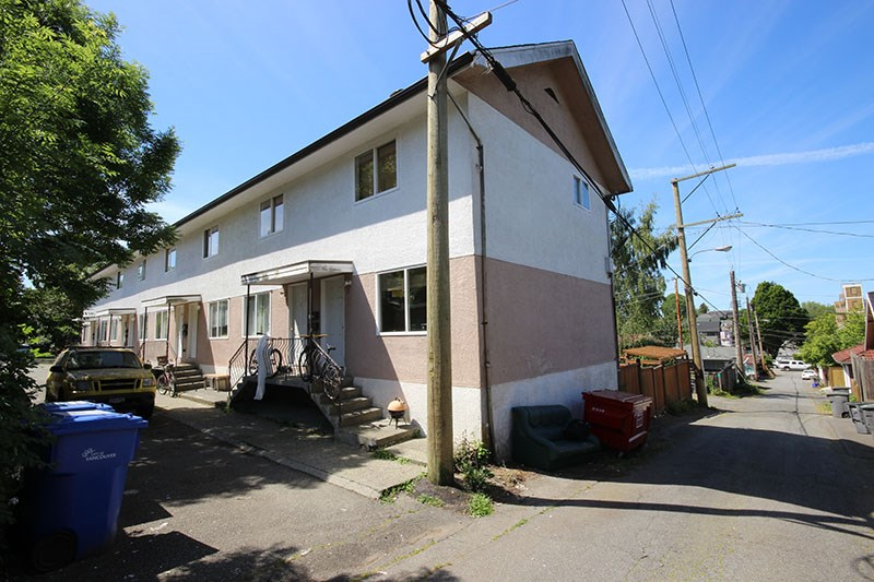 Photo 10: 1957 E 3RD Avenue in Vancouver: Grandview VE Home for sale (Vancouver East)  : MLS® # R2069507