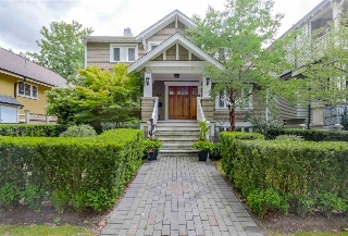 "Main Photo: 428 W 13TH Avenue in Vancouver: Mount Pleasant VW House 1/2 Duplex for sale in ""City Hall / Cambie Village"" (Vancouver West)  : MLS® # R2079601"