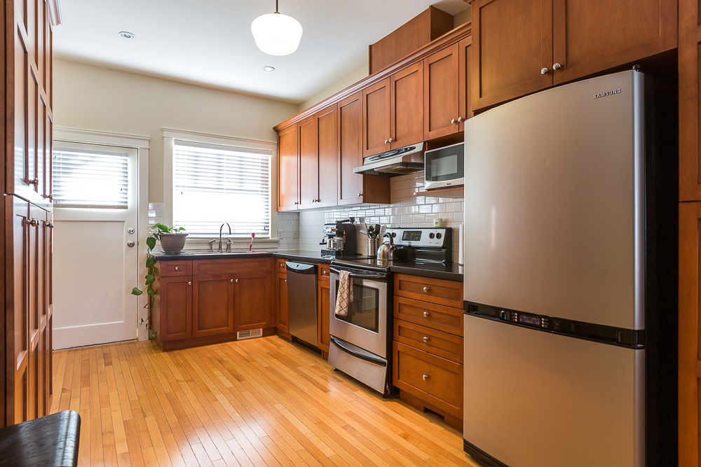 Photo 6: 820 EDINBURGH Street in New Westminster: Moody Park House for sale : MLS(r) # R2129968