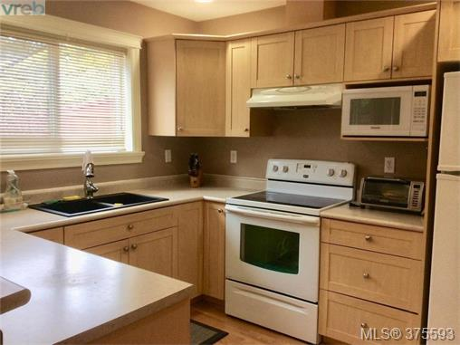 Photo 3: 26 172 Belmont Road in VICTORIA: Co Colwood Corners Townhouse for sale (Colwood)  : MLS® # 375593