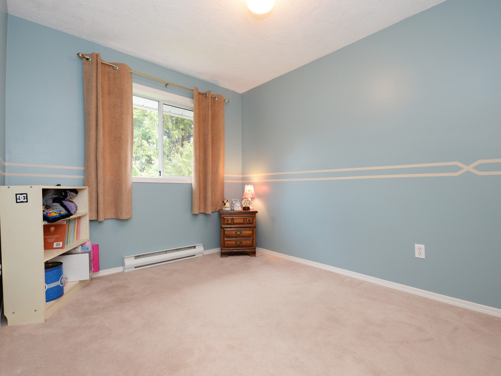 Photo 12: 646 Cairndale Road in VICTORIA: Co Triangle Single Family Detached for sale (Colwood)  : MLS(r) # 376965