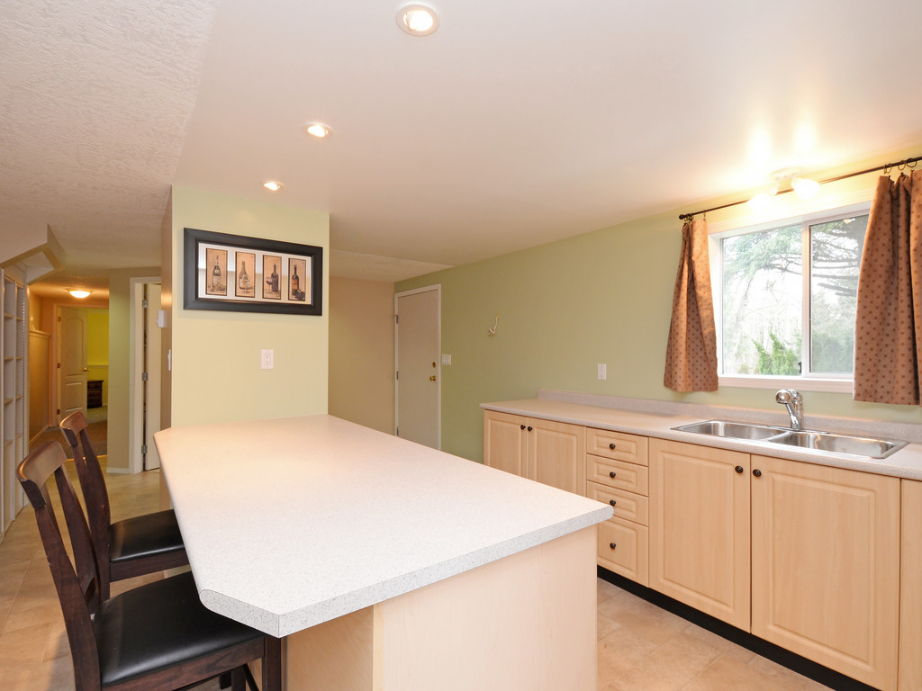 Photo 17: 646 Cairndale Road in VICTORIA: Co Triangle Single Family Detached for sale (Colwood)  : MLS(r) # 376965