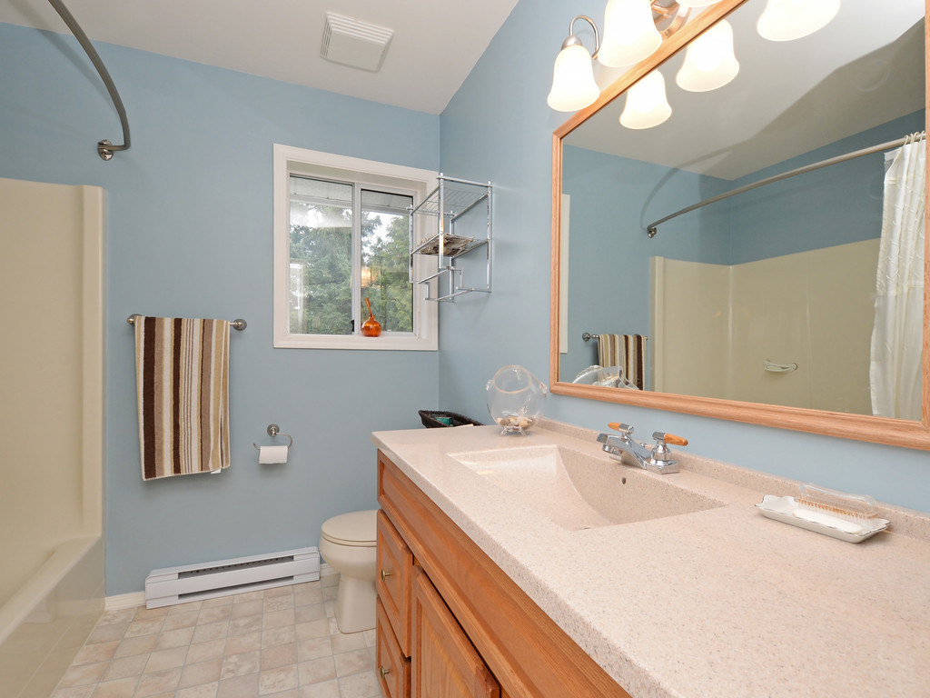 Photo 13: 646 Cairndale Road in VICTORIA: Co Triangle Single Family Detached for sale (Colwood)  : MLS(r) # 376965