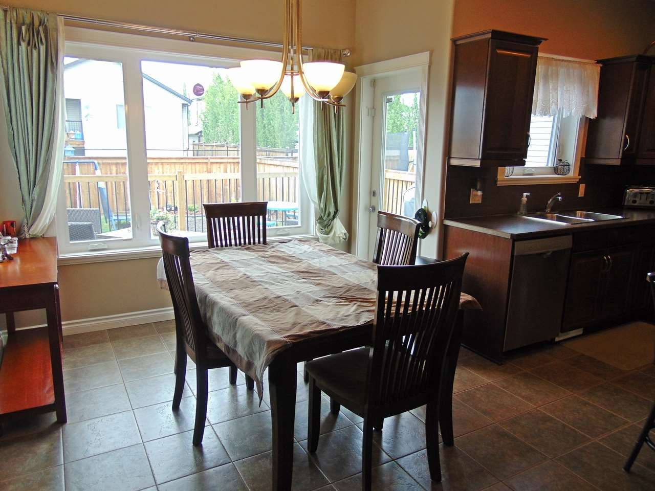 Photo 9: 5220 39 Avenue: Gibbons House for sale : MLS(r) # E4066111