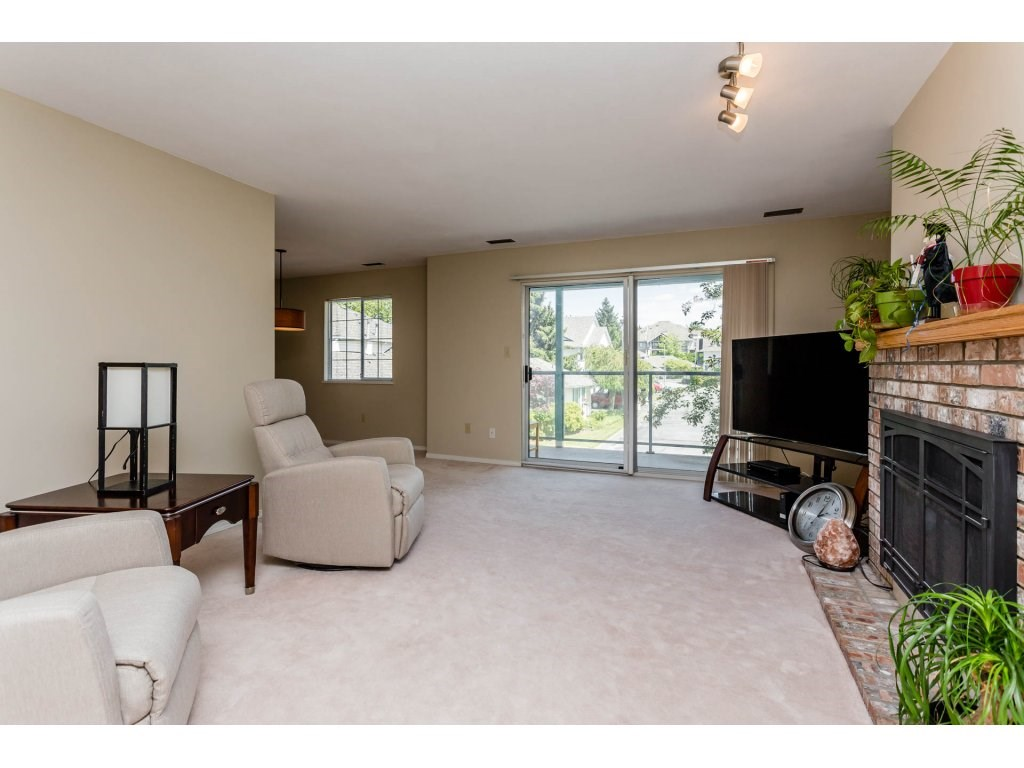 "Photo 10: 106 21937 48 Avenue in Langley: Murrayville Townhouse for sale in ""Orangewood Country Homes"" : MLS® # R2182025"