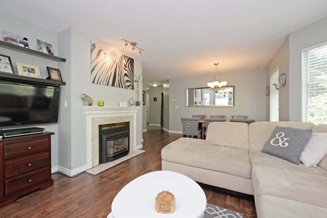 "Photo 5: 222 6820 RUMBLE Street in Burnaby: South Slope Condo for sale in ""THE MANSION"" (Burnaby South)  : MLS® # R2183095"
